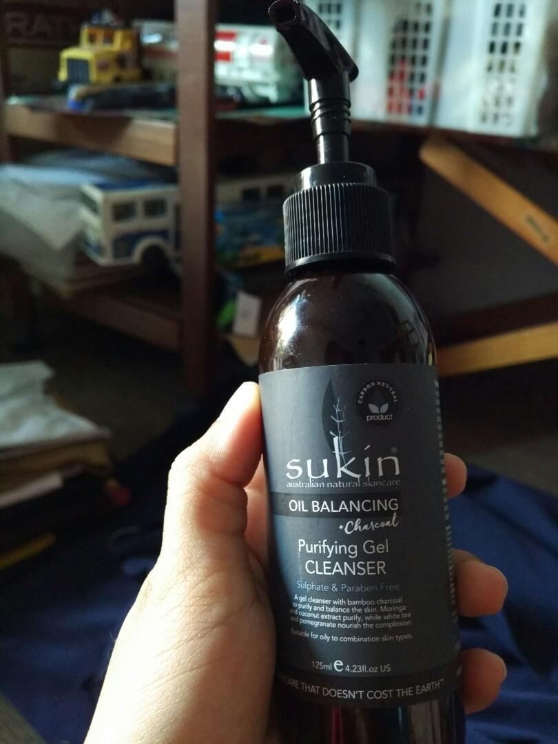 Sukin oil balancing charcoal Purifiying gel cleanser