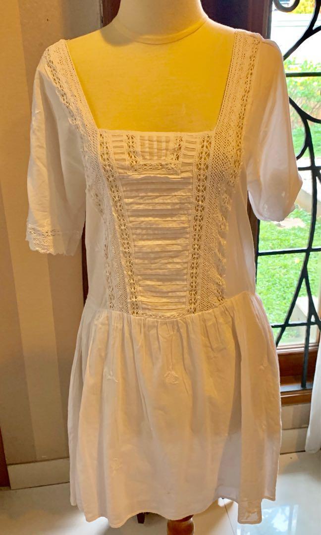 Summer dress Zara TRF bahan katun tipis adem, warna putih, belakangnya kaitan 1, size S (used)