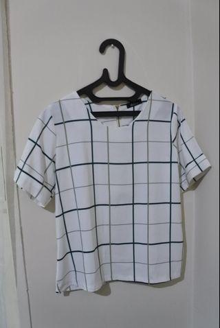 Baju casual warna putih