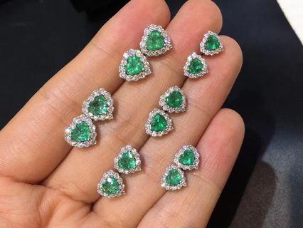 Natural emerald ear studs
