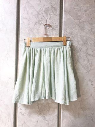 淡蘋果綠雪紡紗白色內襯 短傘裙