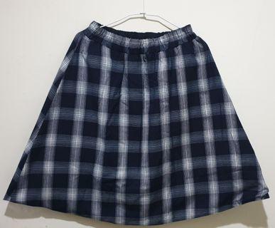 《二手》藍白格子正反兩穿及膝裙