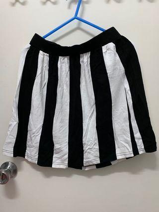 全新未剪牌 h&m 黑白間條直條 半截裙 傘裙 短裙