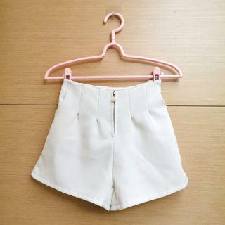 米白色珍珠造型拉鍊氣質短褲