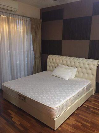 Chesterfield Design BedFrame & KING size Vono Mattress