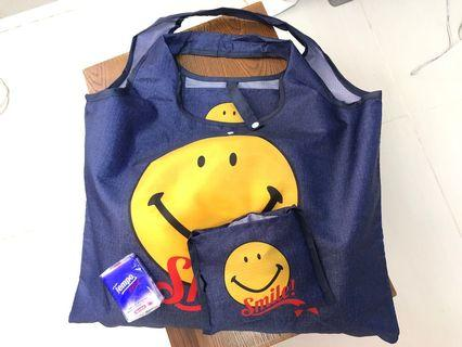 Smiley Tote Bay