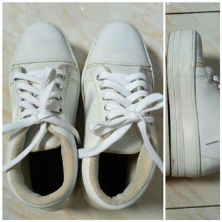 Sepatu Sport Fashion Putih