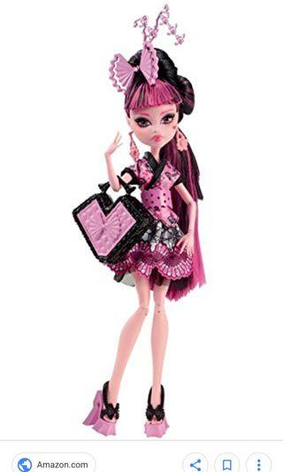 Looking for Monster high draulaura exchange student