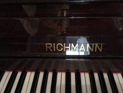 Very good condition piano for sell