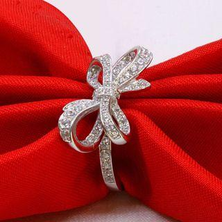 Women Ribbon Diamond Ring