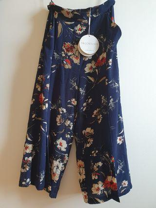 (BNWT Size S) TCL Anista Floral Printed Culottes