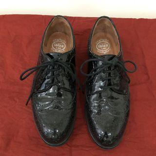 🚚 賣到6/2_Jeffrey Campbell 黑色亮面牛津鞋 雕花鞋 6號