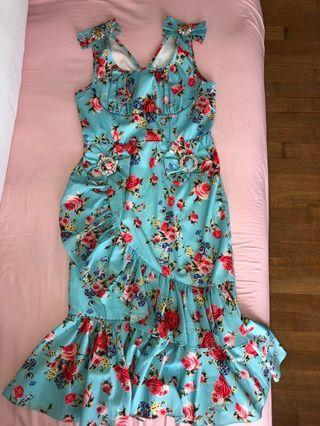 🚚 Cut label dress
