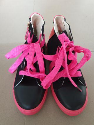 Bright Colored High Top Sneakers US 5 (23 cm)