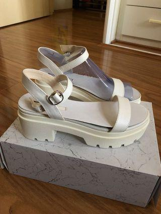 Lipstik White Sandals