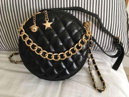 🚚 Black Sling Circle Bag
