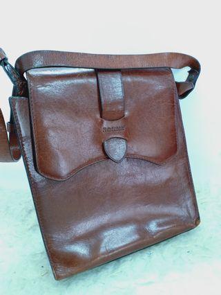 Vintage SACH leatherware shoulder carry