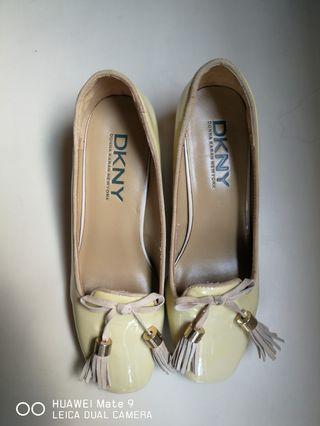 DKNY patent leather shoes...size 37