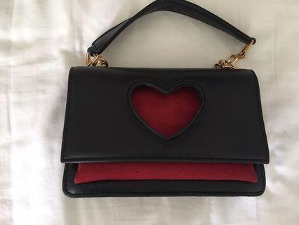 🚚 Black Heart Handbag