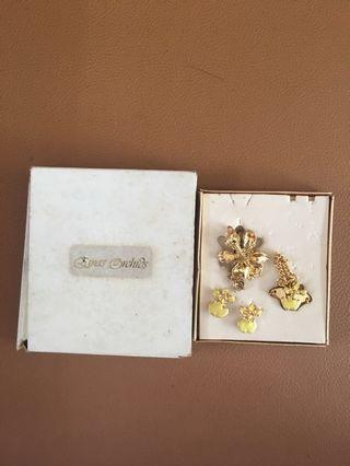 Emas Orchids Satu Set Perhiasan (Kalung, Gelang, Anting)