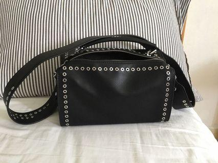 🚚 Black with Holes Bag