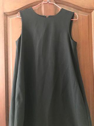 🚚 Uniqlo black dress with pockets