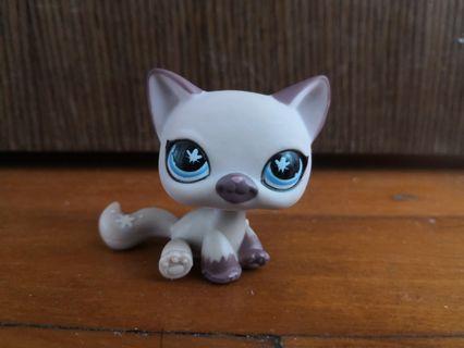 LPS #664 Purple Sitting Cat with Blue Butterfly Eyes Littlest Pet Shop