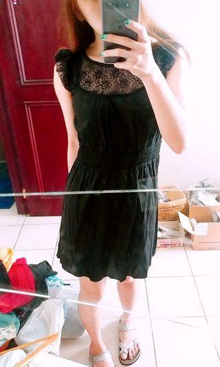 🏡 RUFFLE LACE BLACK DRESS