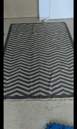 Floor rug in Chevron print