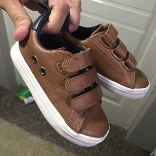 Old Navy boys faux leather shoes in tan US 6