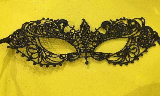 🚚 Masquerade mask black lace