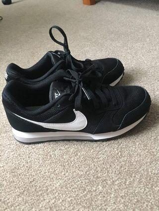 🚚 Nike 黑色鞋子(附鞋盒)