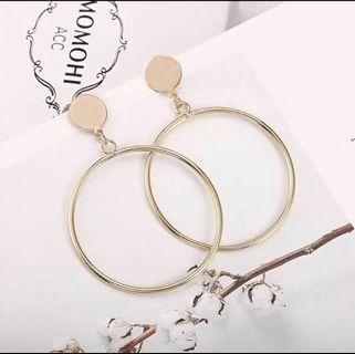 🚚 Studded hoops