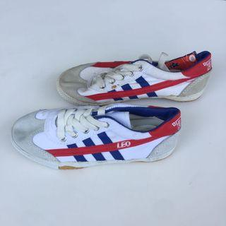 Kasut Futsal Leo (White with Blue and Red Stripes)