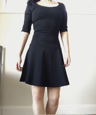 Little black dress scoop neck seamless