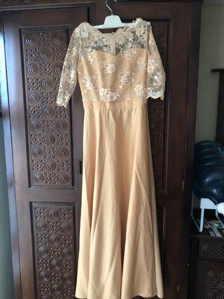 LONG DRESS GOLD BROKAT
