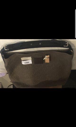 二手 LV 手提包/肩背包 M94036 小羊皮 刺繡 限量款 九成新左右 Louis Vuitton,原價15萬左右,便宜賣,誠可議價