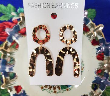 Vintage statement earring in gold