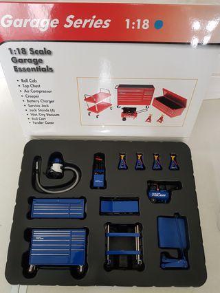 1:18 Garage set (Blue / Red / Black)