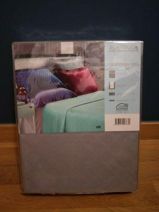 DOMUS SILK TOUCH 880 Thread Count Queen Quilt Cover Set