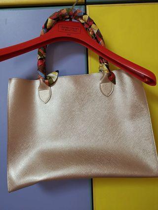 🚚 Gold colour Handbag from Bangkok