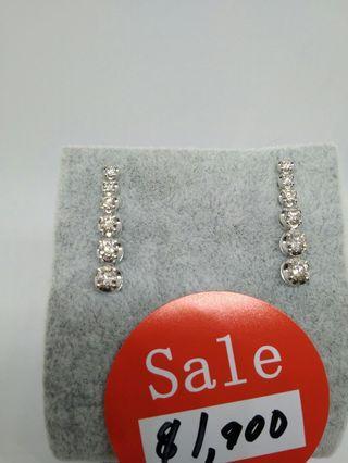 🚚 Vertical Row diamond earrings