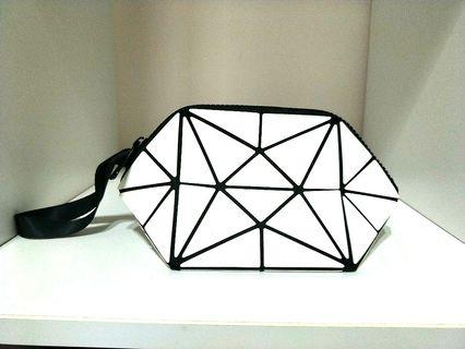 INSPIRED BAO BAO ISSEY MIYAKE COSMETIC MAKEUP ZIPPED POUCH, WIDE BASE, AND ALSO LIGHT AND PORTABLE AS THE BASE CAN BE FLATTEN, GOOD FOR STORAGE & TRAVEL LIGHT! ONLY 1! HURRY WHILE STOCK LAST! GRAB BEFORE ITS GONE!!