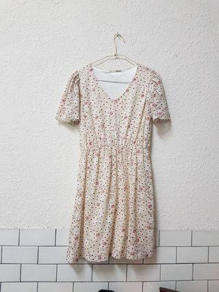 🚚 彈性網紗小碎花洋裝