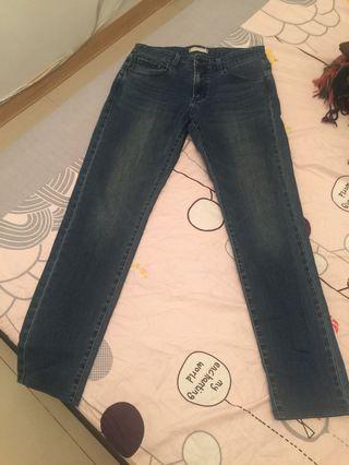 🚚 Uniqlo  女牛仔褲