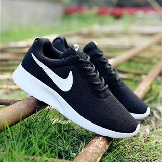 WTS Nike Roshe Unisex Running Shoe
