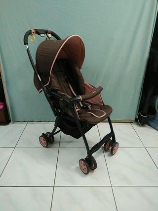 Aprica Karoon輕量嬰兒推車