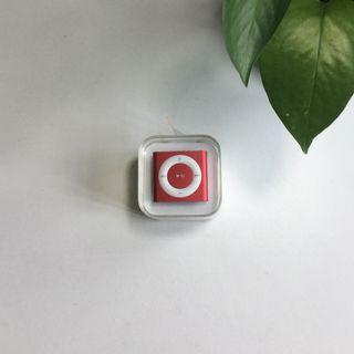 MINT CONDITION iPod Shuffle Product(RED) Limited Edition 2GB