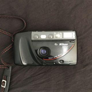 🚚 Nikon RF2 point and shoot