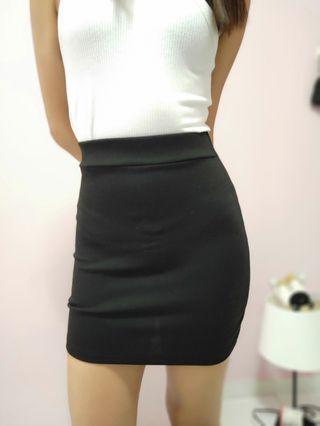 🚚 Black Mini Skirt